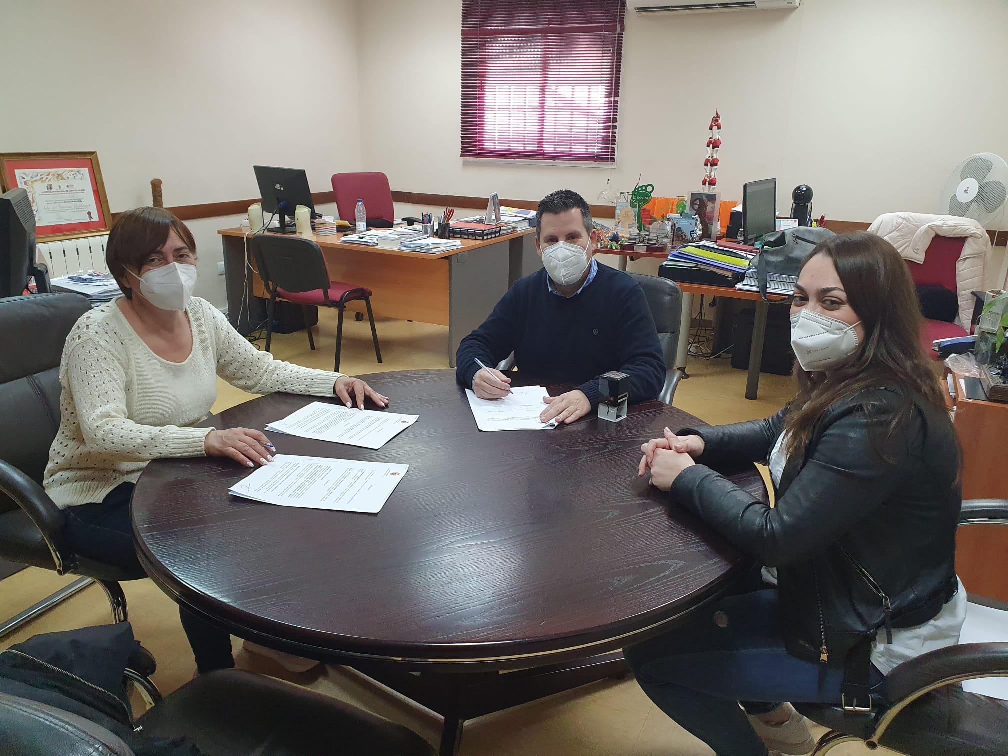 El Ayuntamiento Firma Convenios de Colaboración con Protectoras de Animales