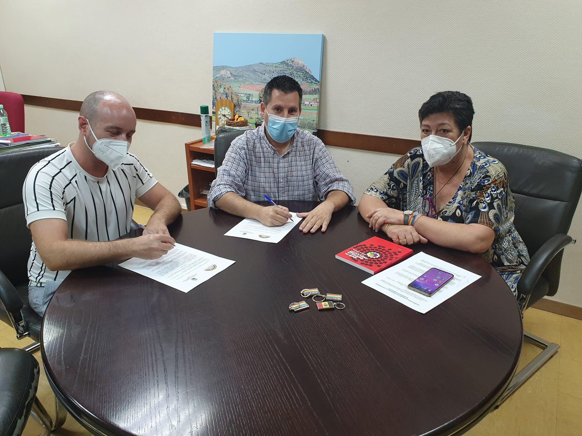 Firma adhesión Red de Municipios Orgullosos